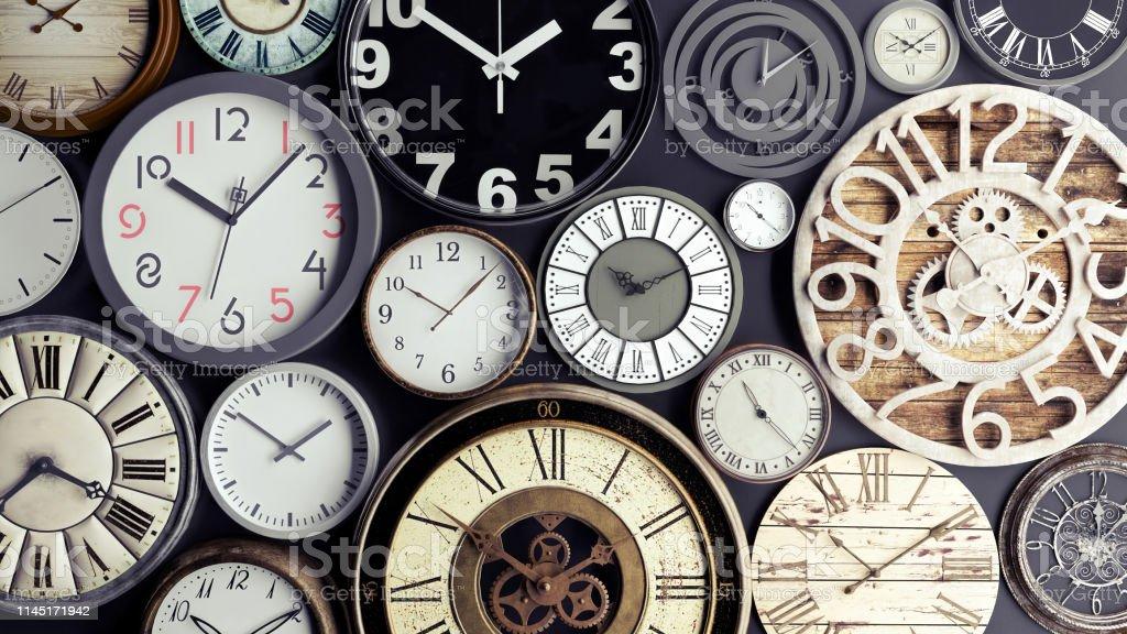 Zeitkonzept, Haufen Uhren 3d render - Lizenzfrei Abstrakt Stock-Foto