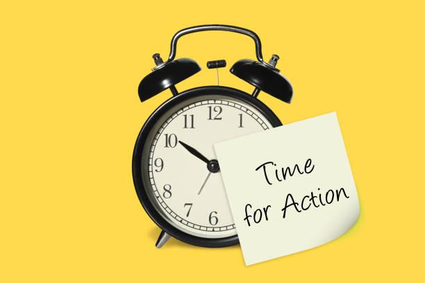 Zeit für einen Aktionswechsel der Wecker-Uhr-Notiz-Erinnerung – Foto
