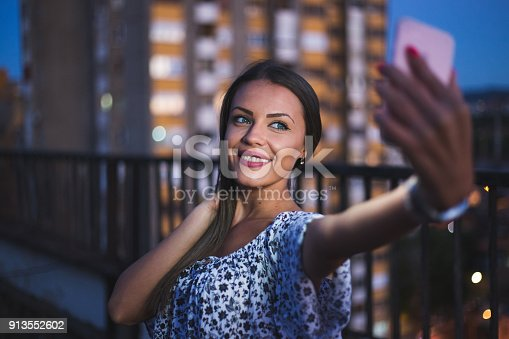 istock Time for selfie 913552602