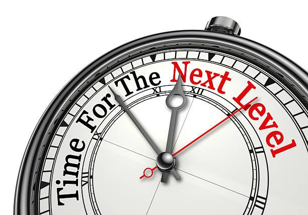 Temps pour le prochain niveau rouge mot sur le thème horloge - Photo