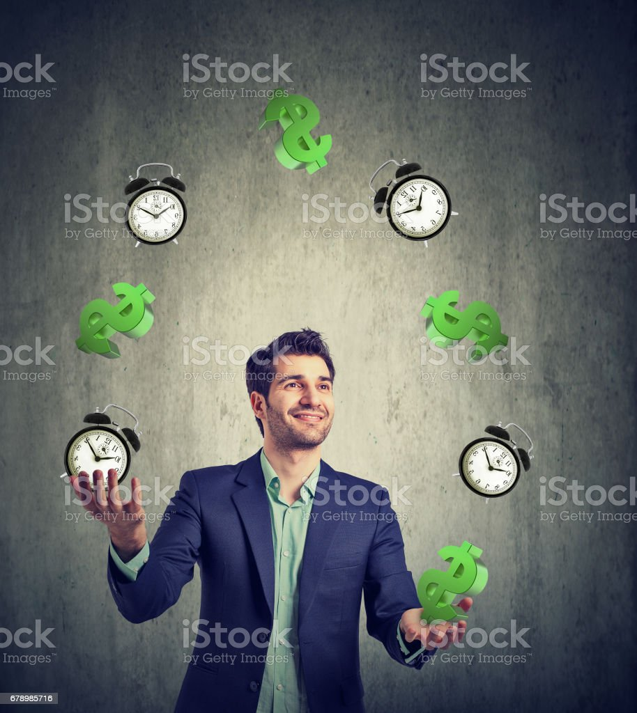 Time is money. Businessman juggling dollar signs and alarm clock photo libre de droits