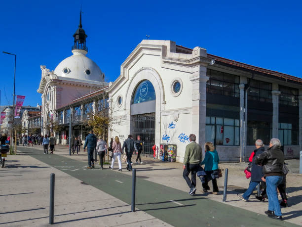 Time Out Market ist eine Food Hall im Mercado da Ribeira na Cais do Sodre in Lissabon – Foto