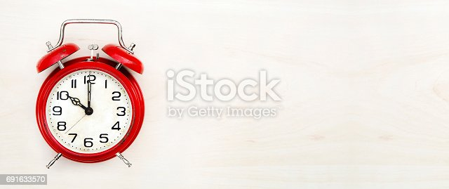 816405814 istock photo Time retro clock banner 691633570