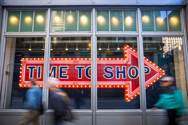 zeit zum einkaufen store retail - neontasche stock-fotos und bilder