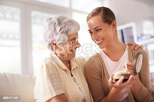 Cropped shot of a senior woman giving her daughter a pearl necklacehttp://195.154.178.81/DATA/i_collage/pi/shoots/785405.jpg