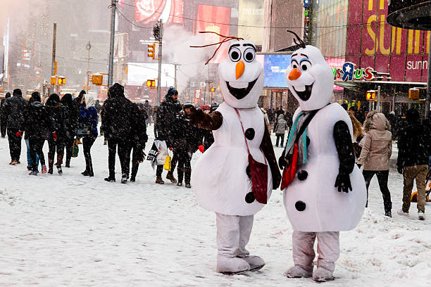 Times square costumed characters olaf from disneys frozen nyc snow picture id539235225?b=1&k=6&m=539235225&s=612x612&w=0&h=8cveekceg32l4r6huu4 bxt0oooyrl9kqlph4qwkgp0=