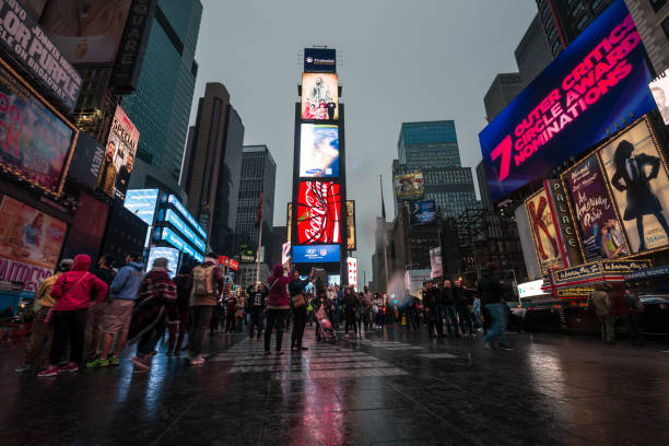 times square in new york city - new york times stock-fotos und bilder