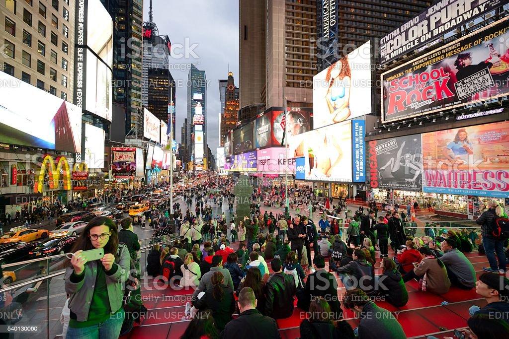 Times Square New York City no crepúsculo - foto de acervo