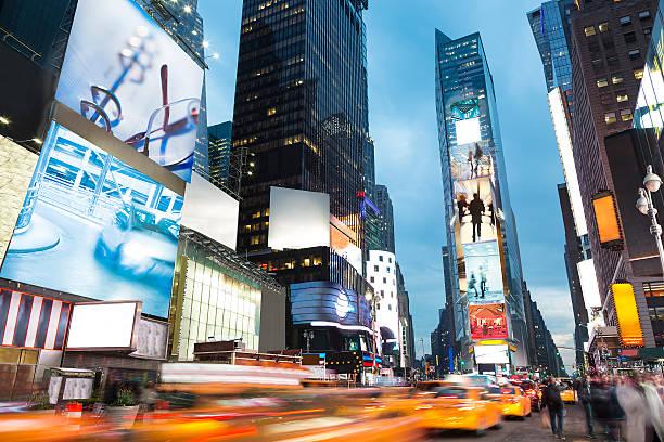 Times Square ao pôr do sol, cidade de Nova York - foto de acervo