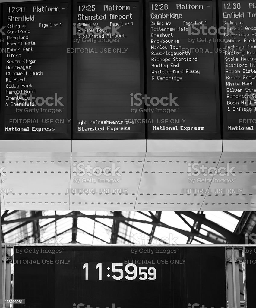 Zeitplan am Bahnhof – Foto
