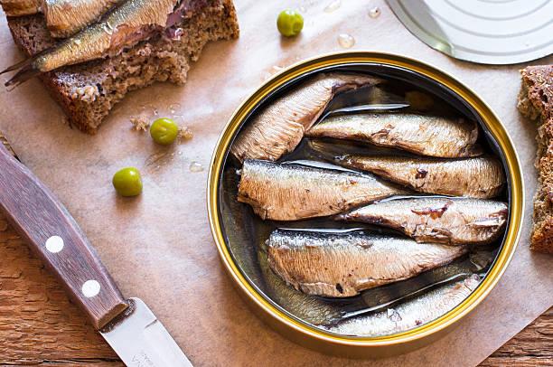 틴 캔 sprats, 정어리 - 통조림 식품 뉴스 사진 이미지