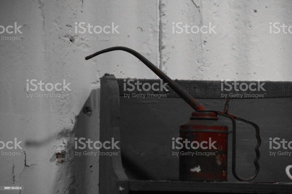 Tin olja i en fabrik - Royaltyfri Arbeta Bildbanksbilder