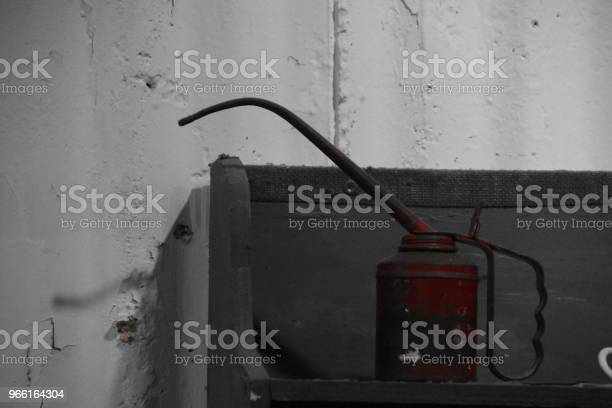 Tin Olja I En Fabrik-foton och fler bilder på Arbeta