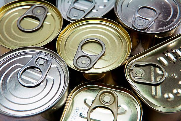 latas de tamaños diferentes y ventanas - atún pescado fotografías e imágenes de stock