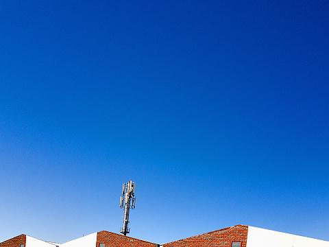 휴대 전화의 기초 역 건물 강철에 대한 스톡 사진 및 기타 이미지