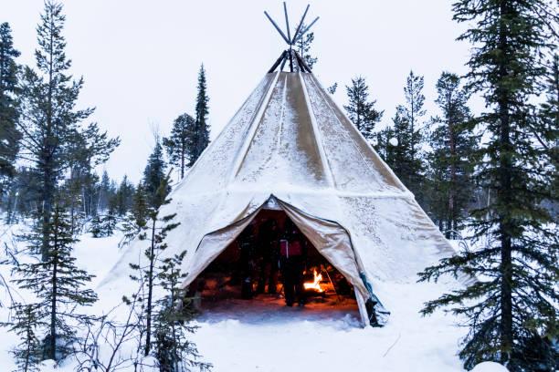 tipi i lappland i vinter - norrbotten bildbanksfoton och bilder