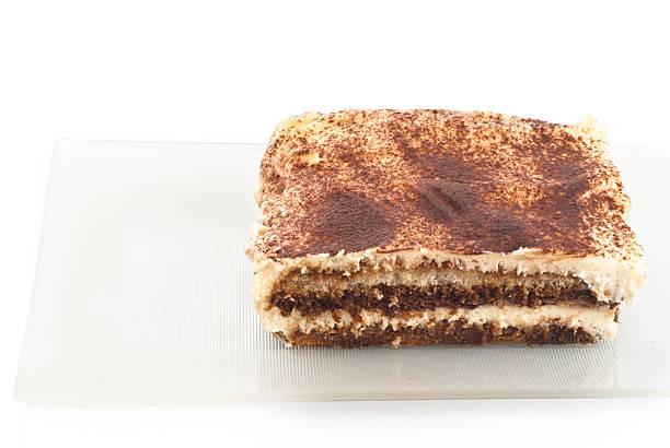 Tiramisù desseret isolato su bianco - foto stock
