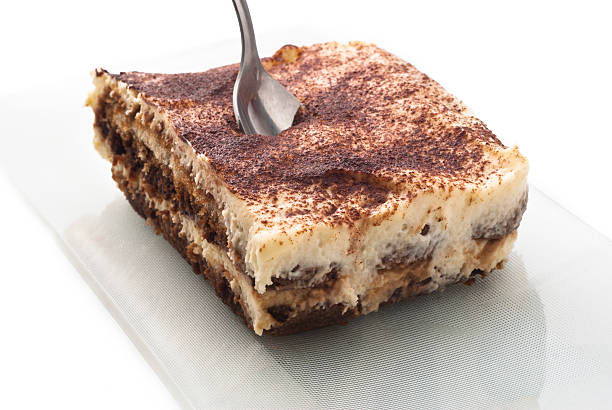 Tiramisù dessert isolato su bianco - foto stock