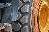 Tire profile of a construction machine