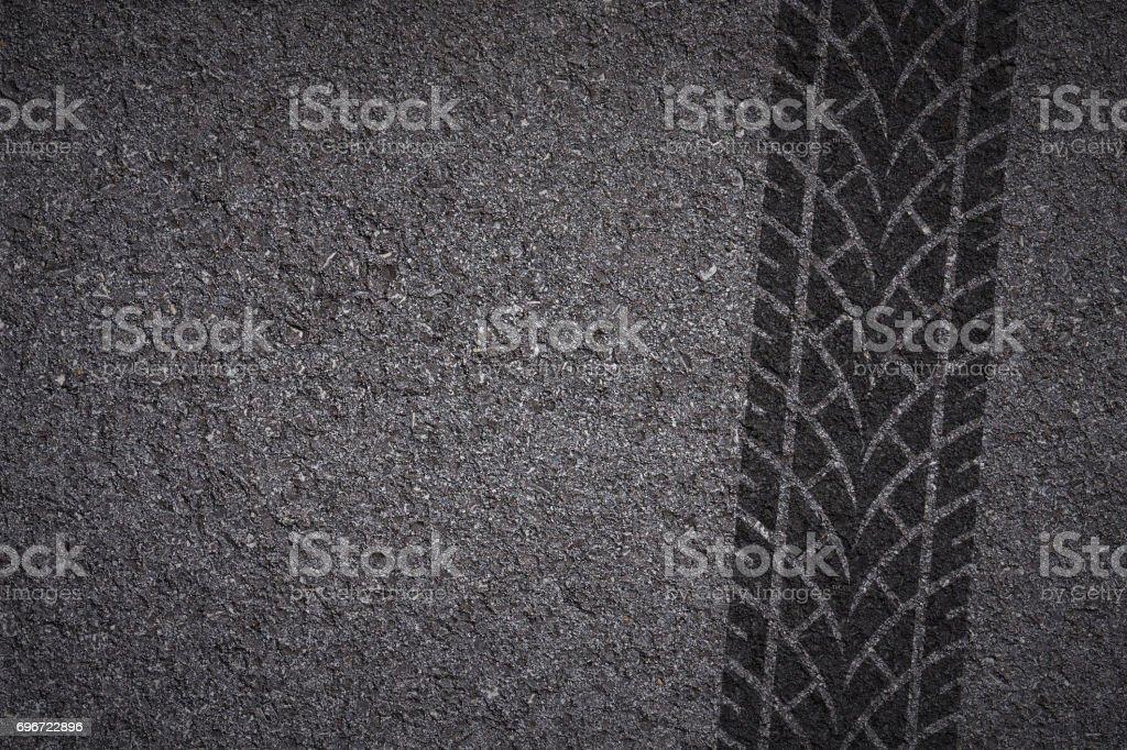 band track op asfalt foto