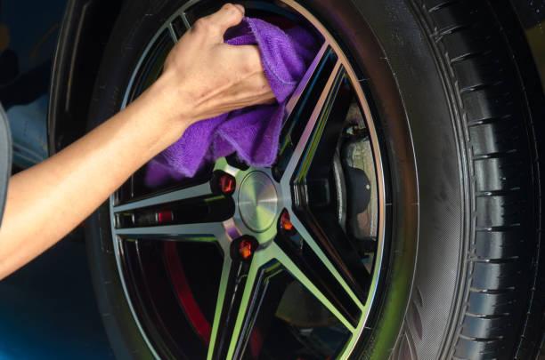 tire wipes - close up auto foto e immagini stock