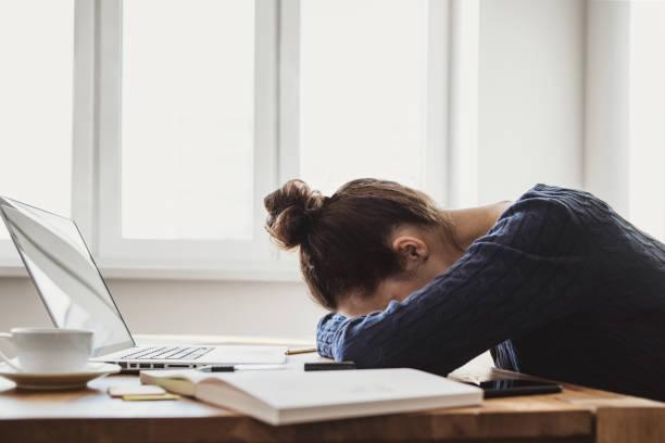 Müde und überarbeitete Geschäftsfrau – Foto