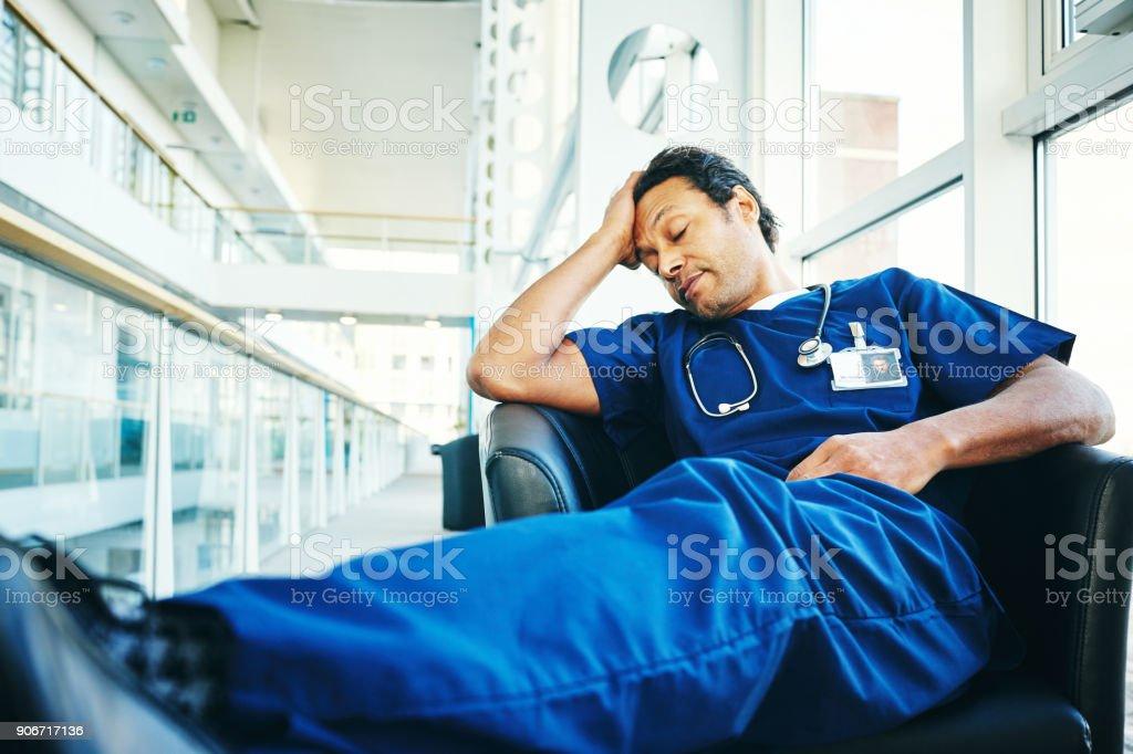 Müde, schlafen im Krankenhaus Lounge Arzt – Foto