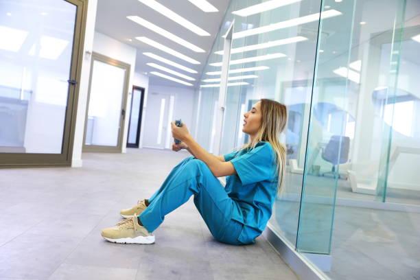 Müde Krankenschwester im Krankenhaus – Foto