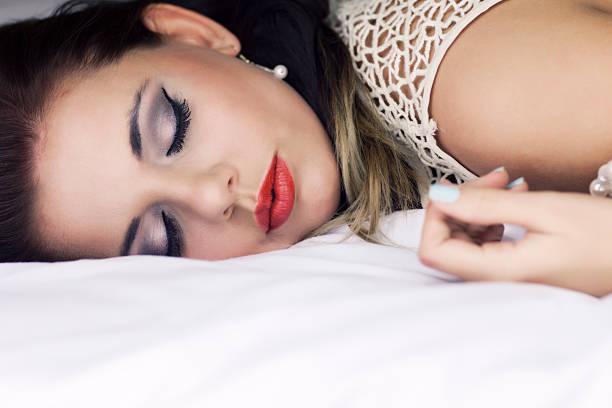 Müde Frau im Bett – Foto