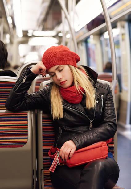 müde frau im bus - lederjacke mit kapuze damen stock-fotos und bilder