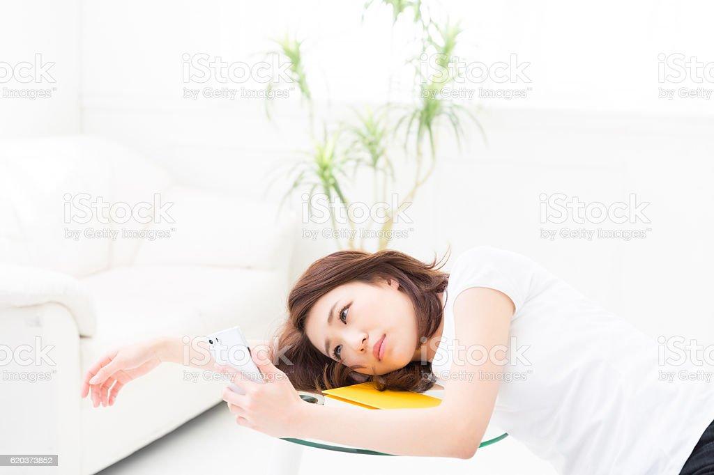 Tired woman leaning on a table zbiór zdjęć royalty-free