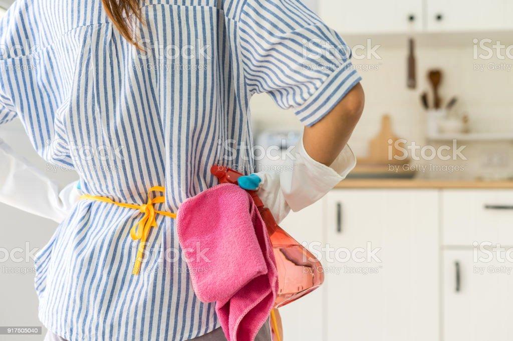 Müde junge Frau in der Küche – Foto