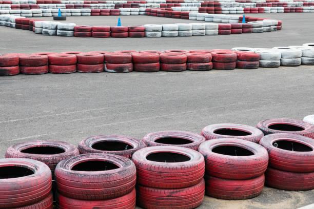 neumáticos para pista de carreras de karting - vuelta completa fotografías e imágenes de stock