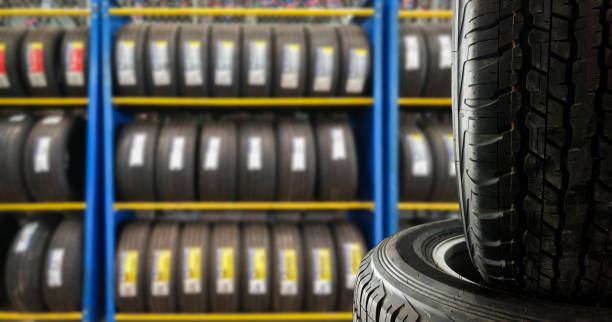 Tires showing for sell or fix – Foto
