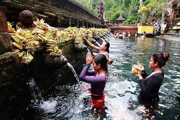 Tirta empul temple bali indonesia picture id472149339?b=1&k=6&m=472149339&s=612x612&w=0&h=zsik8jrovxa0nq5tkxcqvbztlmeze0  mufpuqddscq=