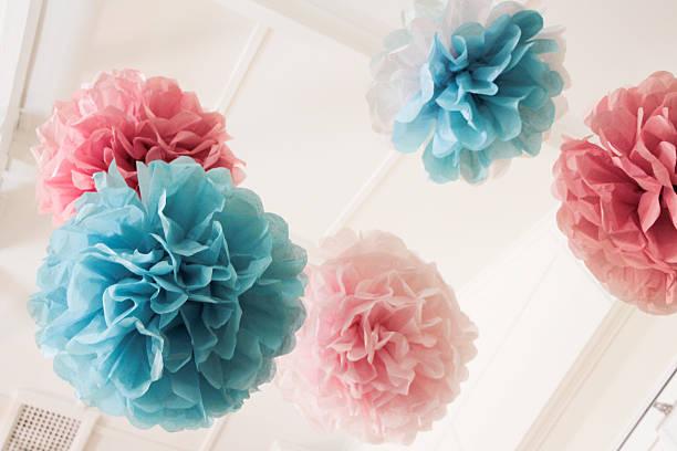 papel tisú pom poms _^^ - baby shower fotografías e imágenes de stock