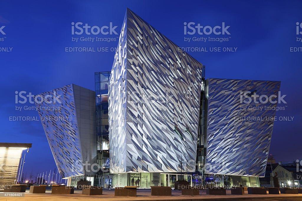 Titanic centro de visitantes de edificio en Belfast, Irlanda del Norte - foto de stock