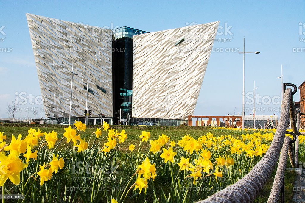 Titanic centro de visitantes de Belfast en la primavera - foto de stock