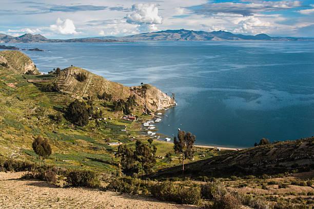 チチカカ島 - チチカカ湖 ストックフォトと画像
