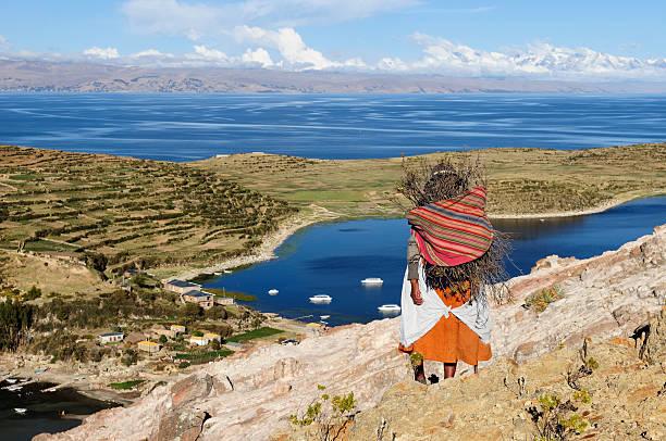 チチカカ湖、ボリビア、isla デルソルの景観 - チチカカ湖 ストックフォトと画像