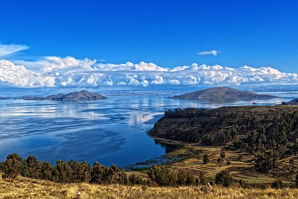 チチカカ湖ボリビア - チチカカ湖 ストックフォトと画像