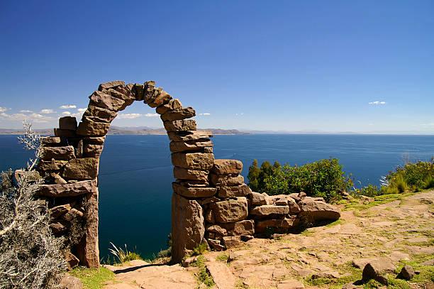 チチカカ湖 - タキーレ島 ストックフォトと画像