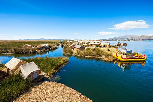 チチカカ湖 - アンデス山脈のストックフォトや画像を多数ご用意
