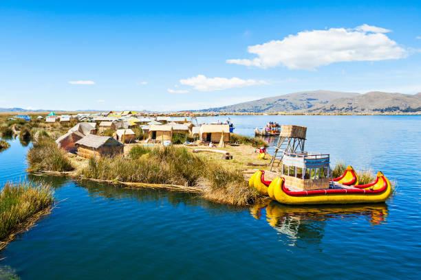 チチカカ湖 - チチカカ湖 ストックフォトと画像