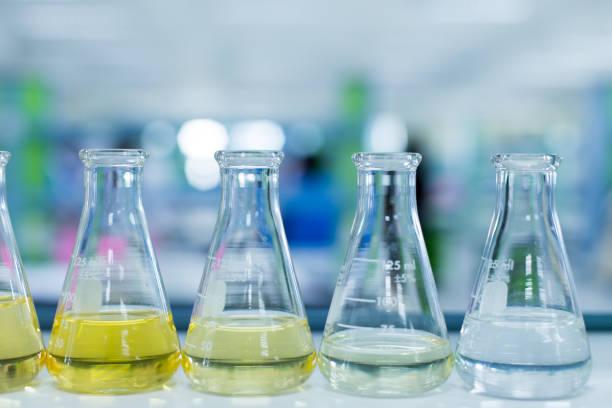 titration technique in the laboratory for education. - pila a idrogeno foto e immagini stock