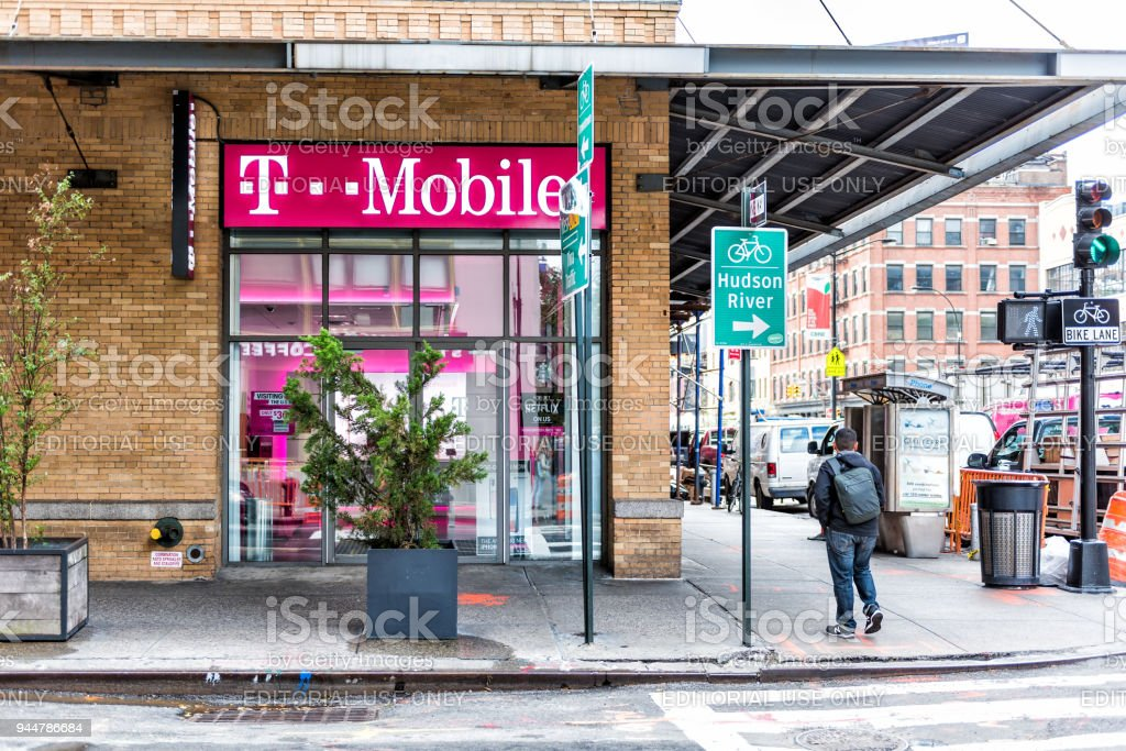 Tmobile Company Pink Store Hudson River Sign In Downtown Lower