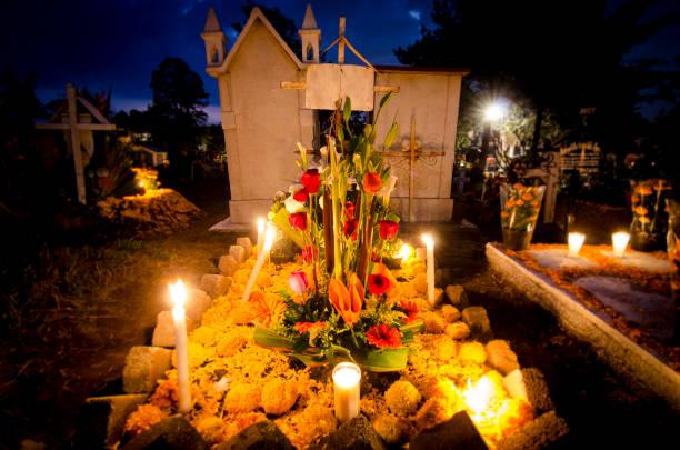 Túmulo enfeitado - Dia de Muertos stock photo