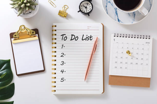 to do list in notebook with calendar - to do list foto e immagini stock