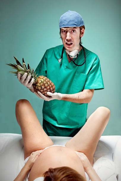 に、パイナップル - 出産 ストックフォトと画像