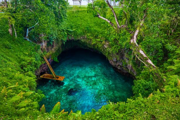 A la fosa oceánica de Sua - famoso natación agujero, Upolu, Samoa, Pacífico Sur - foto de stock